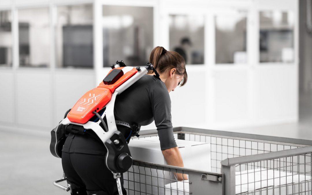 DB Schenker estuda uso de exoesqueletos para operações exigentes no armazém