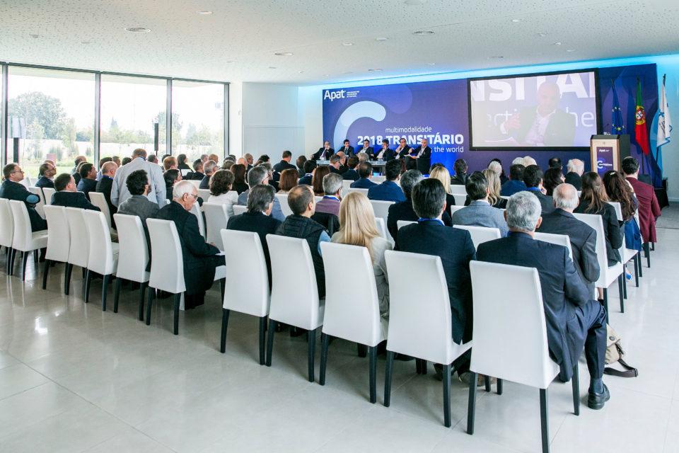Congresso debate os desafios da economia digital na actividade transitária