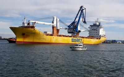 Grua de 600 toneladas saiu de Aveiro para a Base Naval de Toulon