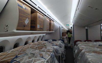 Companhias aéreas trocam transporte de pessoas por carga