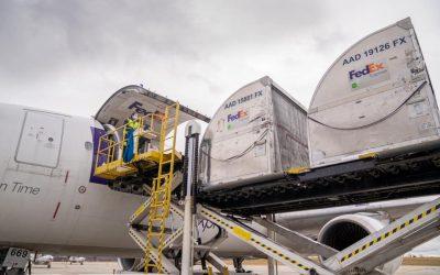 UPS e FedEx unem-se no transporte da vacina contra a COVID-19