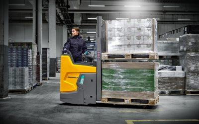 "Porta-paletes eléctrico ERD 220i distinguido com prémio ""Best of the Best"""